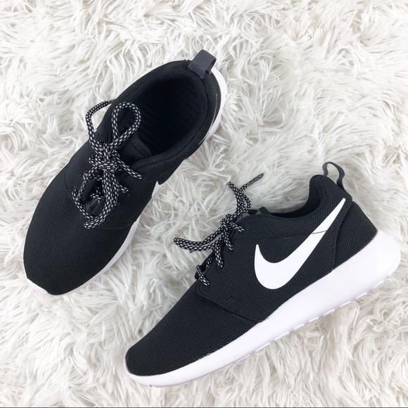 aab91f53917e Nike Shoes   Womens Roshe One   Poshmark